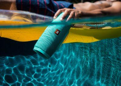 lifestyle-image-jbl-charge-3-underwater_0307_zpstgny1zsn_1_1_1_1_1_1