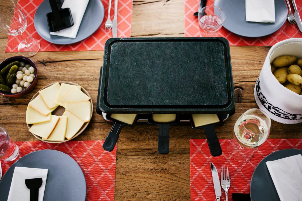 swiss-raclette-traditional-dish-switzerland-in-autumn-and-winter-with-melted-cheese-and-cooked_t20_J